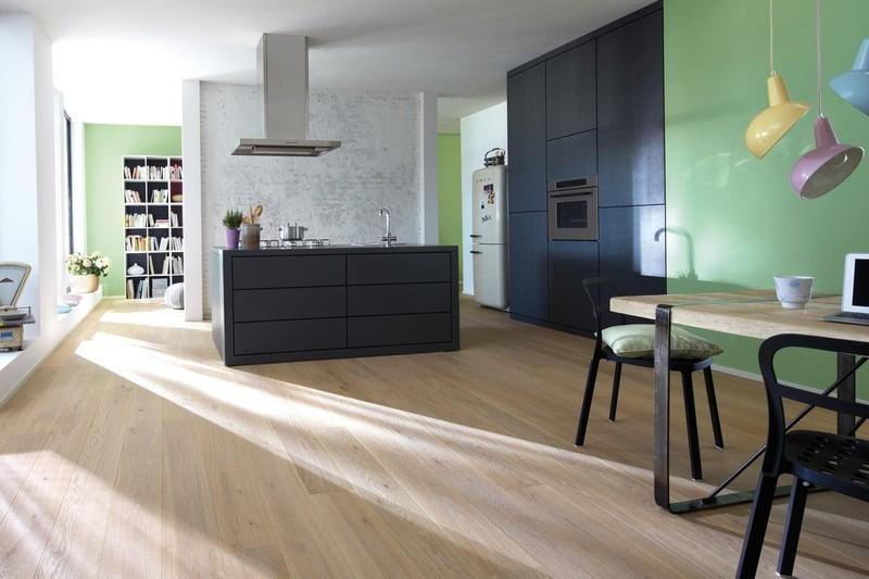 De invloed van zonlicht op de kleur van een houten vloer bebo parket