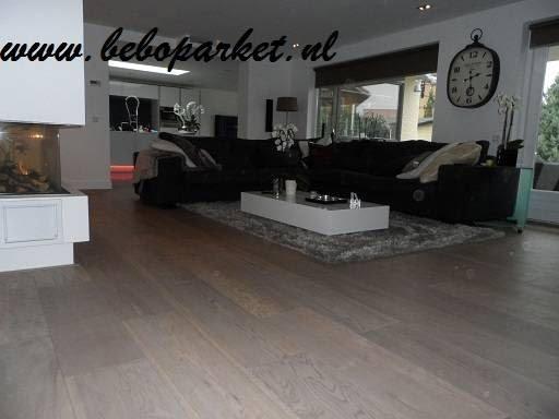 Bruine Vloer Grijze Bank: kleurig taupe. Huis en haard decoratie ...