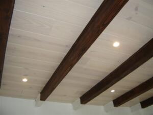 Houten vloer aan plafond in Koornreef