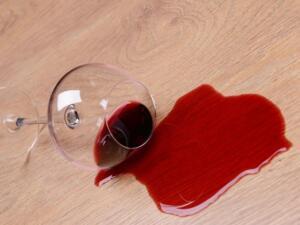 Alcohol vlekken op de vloer verwijderen
