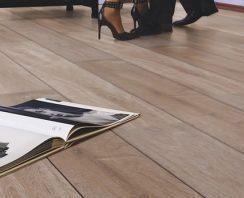 Goedkoop laminaat met voelbare houtstructuur